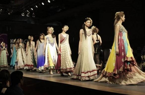 Karachi-Fashion-Week-Spring-Summer-Collection-2013-2014-09