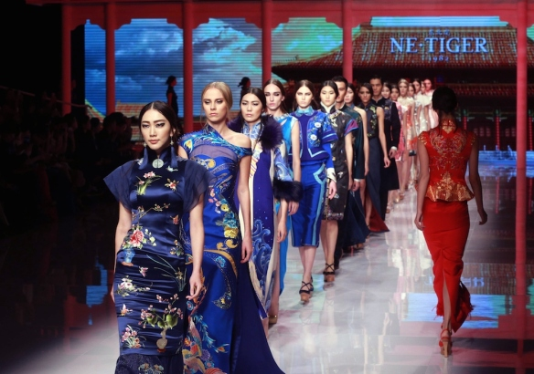 Models present creations of 2016 NE-TIGER Haute Couture Collection designed by Zhang Zhifeng during the China Fashion Week in Beijing on October 25, 2015. The 9-day China Fashion Week, in order to booster independent brands, kicks off on October 25 in Beijing. AFP PHOTO   = CHINA OUT =        (Photo credit should read STR/AFP/Getty Images)